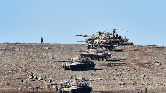 Thổ nã pháo yểm hộ phiến quân tháo chạy khỏi Syria