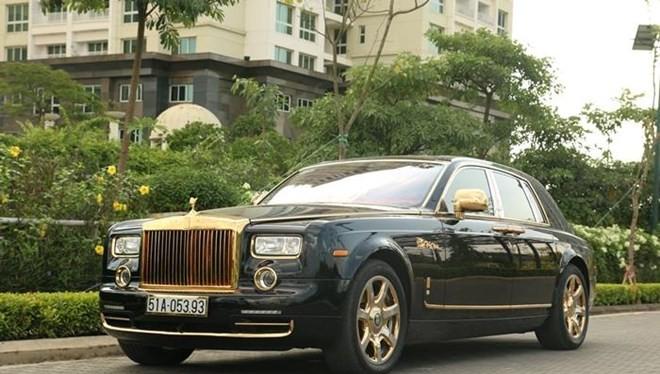 Rolls-Royce Phantom mạ vàng gắn rồng độc nhất thế giới là một trong số những siêu xe được Karalux đã hoàn thiện cho khách hàng. (Ảnh: Khôi Nguyên)