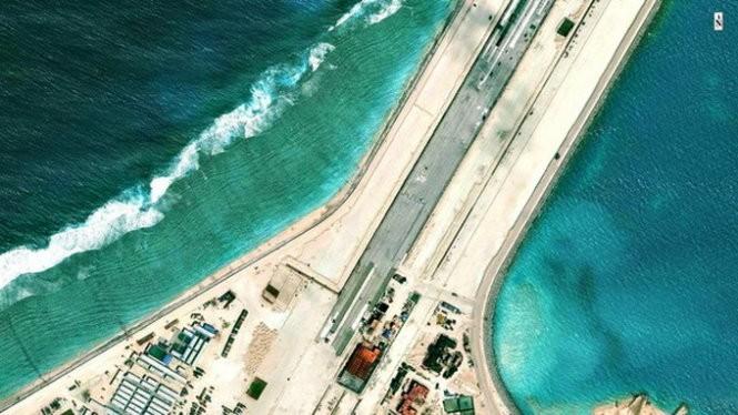 Đường băng Trung Quốc đang xây dựng trên đá Xubi thuộc quần đảo Trường Sa của Việt Nam
