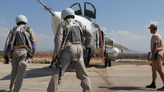 Phi công Su-24 Nga trước giờ xuất kích tại chiến trường Syria