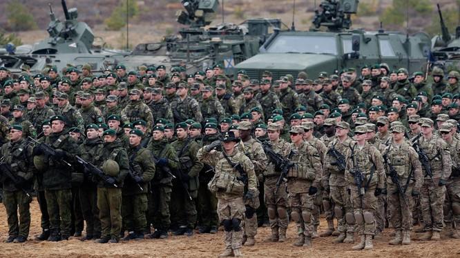 Binh sĩ NATO trong một cuộc tập trân tại châu Âu