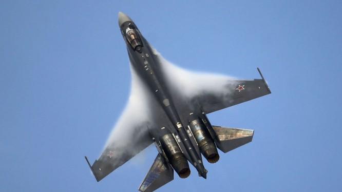 Tiêm kích siêu cơ động Su-35 của Nga