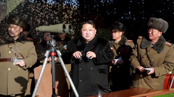 Ông Kim Jong Un thị sát một cuộc tập trận của quân đội Triều Tiên