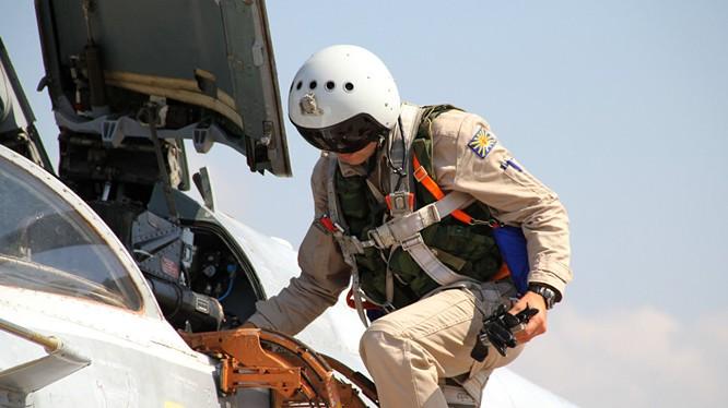 Phi công Nga lên máy bay xuất kích làm nhiệm vụ tại Syria