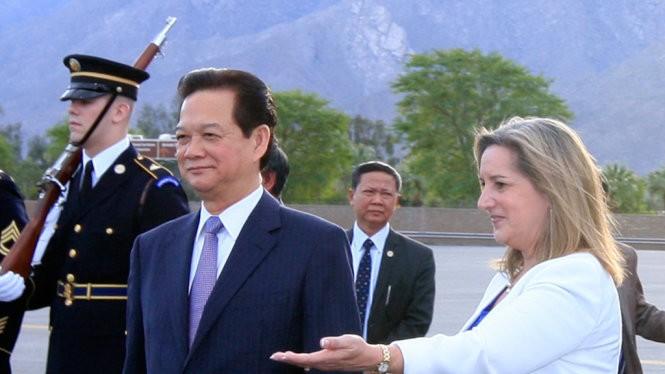 Thủ tướng Nguyễn Tấn Dũng cùng đoàn đại biểu cấp cao Việt Nam tới sân bay quốc tế Palm Spring, bang California, dự Hội nghị cấp cao đặc biệt ASEAN - Hoa Kỳ - Ảnh: TTXVN