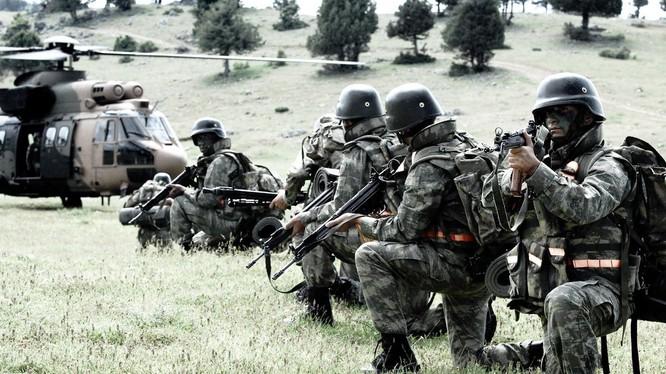 Binh sĩ Thổ Nhĩ Kỳ tập trung ở biên giới Syria