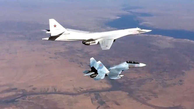 Tiêm kích Su-30SM hộ tống máy bay ném bom chiến lược Tu-160 Nga tham chiến tại Syria