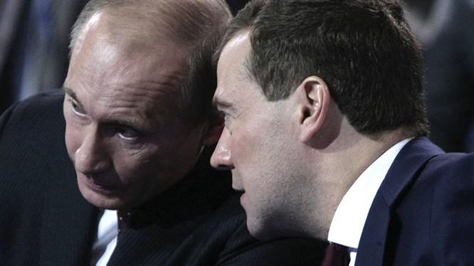 Bộ đôi Putin-Medvedev đang lèo lái nước Nga