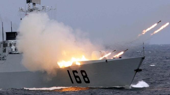 Chiến hạm Trung Quốc khai hỏa trong một cuộc tập trận