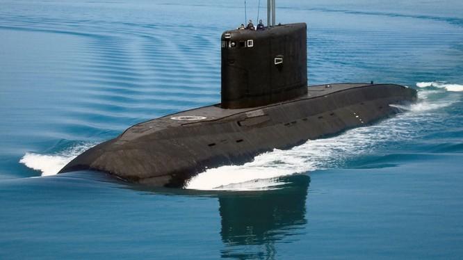 """Tàu ngầm Kilo của Nga được mệnh danh là """"Hố đen đại dương"""""""