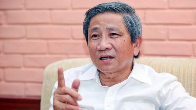 """GS.TS Nguyễn Minh Thuyết: """"Giáo dục mà chạy theo tiền thì khó có thể mong đợi điều gì tốt đẹp"""""""
