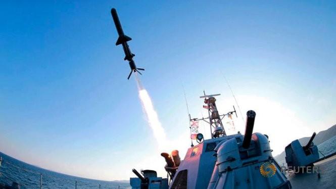 Một quả tên lửa phóng lên bởi Quân đội Nhân dân Triều Tiên - Ảnh: Reuters