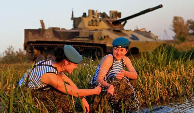 Những bóng hồng xinh đẹp trong quân đội Nga