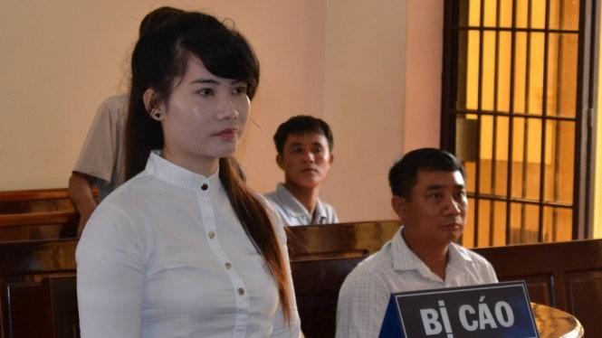 Bị cáo Mai Thị Huyền tại phiên tòa - Ảnh: ĐỨC TRONG