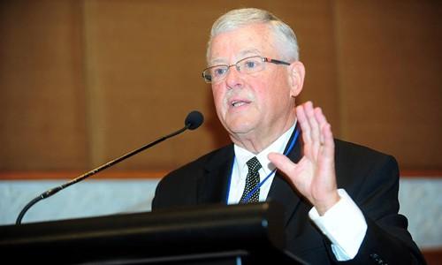 """Giáo sư Carl Thayer phát biểu tại hội thảo """"ASEAN và quan hệ Trung - Mỹ: Những chuyển động mới và tác động tới khu vực"""". Ảnh: Giang Huy"""