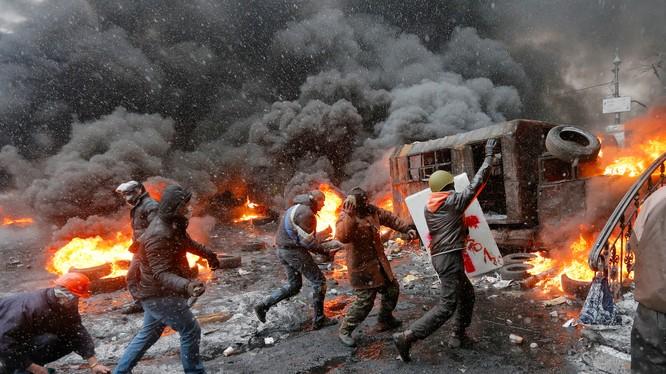 Sau bạo loạn, Ukraine chìm sâu vào khủng hoảng