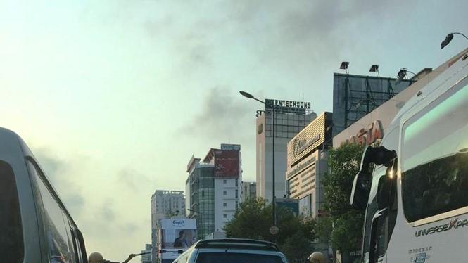 """Xe """"điên"""" bị CSGT truy bắt trên đường Nguyễn Văn Trỗi - Ảnh do bạn đọc cung cấp"""