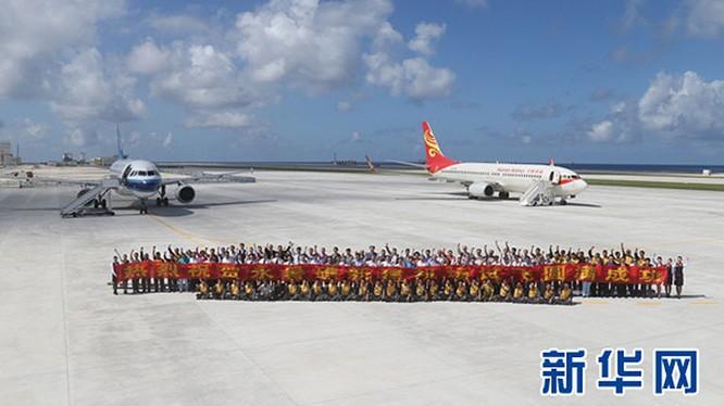 Hình ảnh chuyến bay ra đá Chữ Thập được truyền thông Trung Quốc tung ra hồi tháng 1-2016 - Ảnh: Xinhua