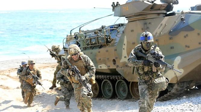 Lực lượng đổ bộ Mỹ-Hàn đổ bộ đánh chiếm mục tiêu trong cuộc tập trận