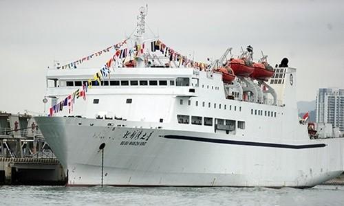"""Tàu du lịch """"Ngôi sao Vịnh Bắc Bộ"""" mà Trung Quốc đưa trái phép tới quần đảo Hoàng Sa của Việt Nam. Ảnh: hinews.cn"""