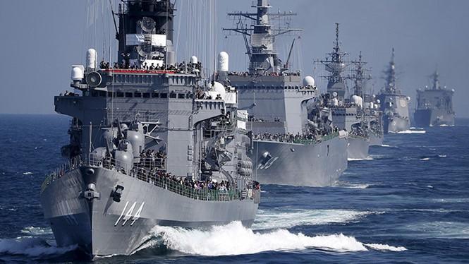 Hạm đội Nhật Bản trên Vịnh Sagami, ngoài khơi Yokosuka, Nhật Bản ngày 18.10.2015 - Ảnh: Reuters