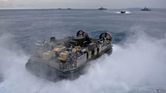 Tàu đệm khí của quân đội Mỹ tập trận đổ bộ