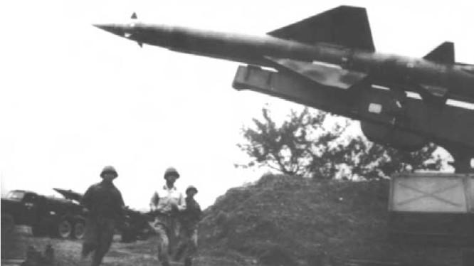 Tên lửa SAM-2 của bộ đội phòng không-không quân Việt Nam anh hùng thời kháng chiến
