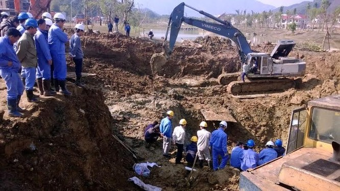 Đường ống cấp nước sông Đà cho Hà Nội liên tục bị vỡ gây bức xúc dư luận