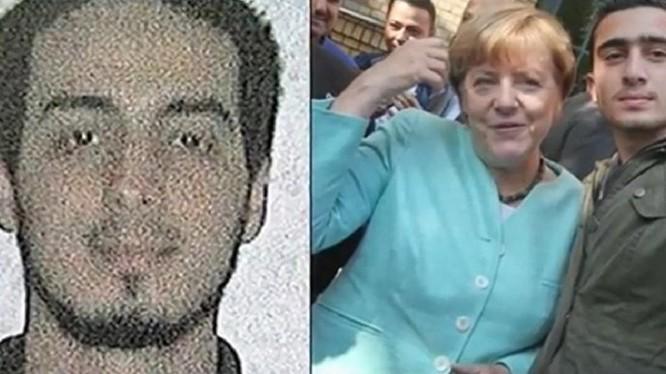 Bà Merkel chụp với người được cho là chiến binh đánh bom tự sát