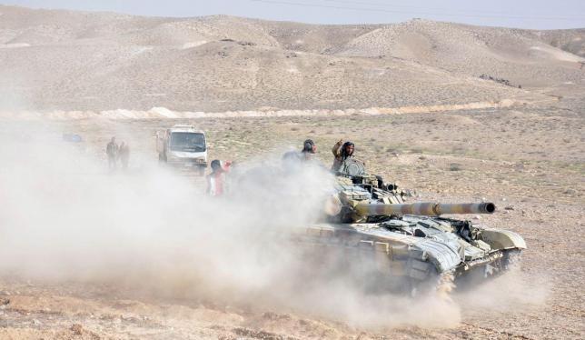 Xe tăng quân đội Syria tại Palmyra
