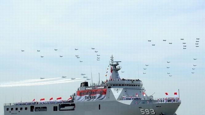 Tàu đổ bộ của hải quân Indonesia