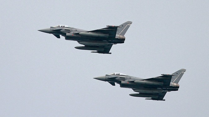Chiến đấu cơ Eurofighter của NATO