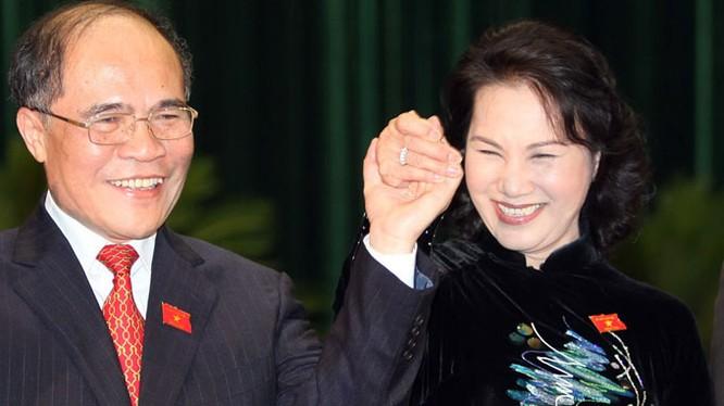 Ông Nguyễn Sinh Hùng và Phó Chủ tịch Quốc Hội Nguyễn Thị Kim Ngân