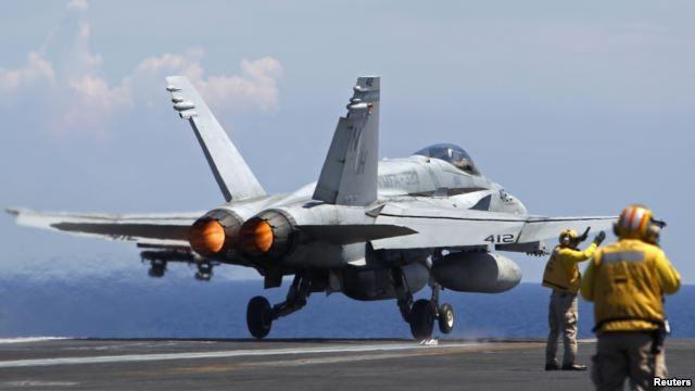 Chiến đấu cơ F-18 Hornet của hải quân Mỹ cất cánh từ tàu sân bay