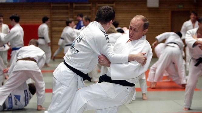 Đại cao thủ Putin ra đòn quật ngã đối thủ