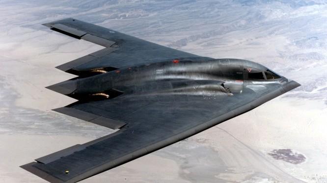 Máy bay ném bom chiến lược tàng hình B-2 Spirit của Mỹ