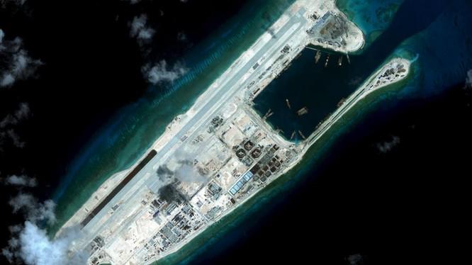 Đá Chữ Thập đã bị Trung Quốc biến thành pháo đài kiên cố với đường băng dài 3.000m