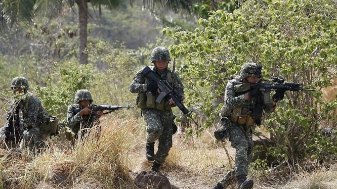Binh sĩ Philippines trong một cuộc tập trận