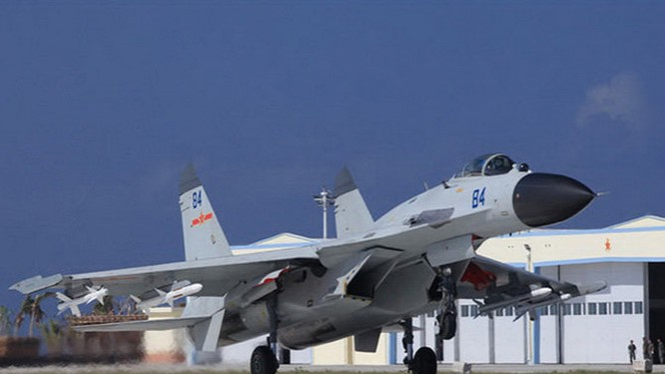 Tiêm kích J-11 của Trung Quốc tại đảo Phú Lâm, quần đảo Hoàng Sa