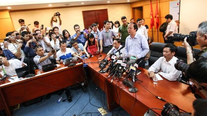Thứ trưởng Bộ Tài nguyên và môi trường Võ Tuấn Nhân chủ trì buổi họp báo