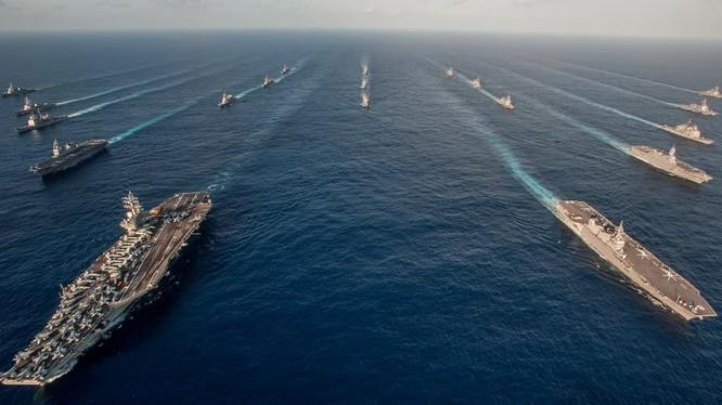 Cụm tác chiến tàu sân bay Mỹ hải hành xuyên qua Biển Đông