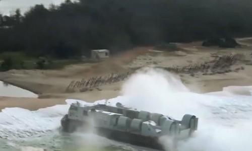 Tàu đệm khí của hải quân Trung Quốc tập trận chiếm đảo gần đây