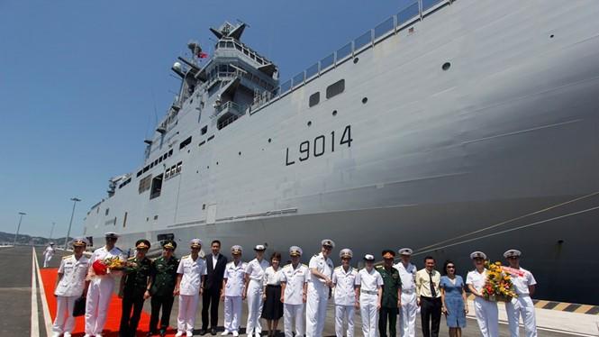 Chiến hạm Tonnerre của Pháp vừa cập cảng Cam Ranh