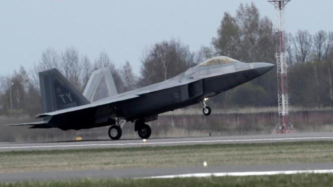 Mỹ điều tiêm kích tàng hình F-22 tới Litva