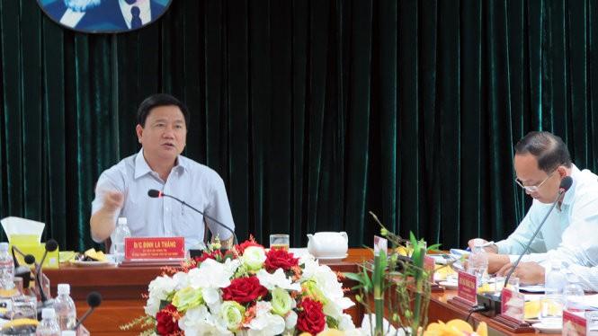 Bí thư Thành ủy Đinh La Thăng tại buổi làm việc ở quận 3 chiều 5-5 - Ảnh: VS
