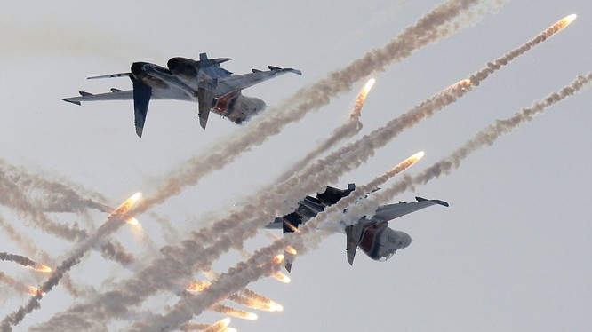 """Một màn biểu diễn của phi đội """"Tráng sĩ Nga"""""""