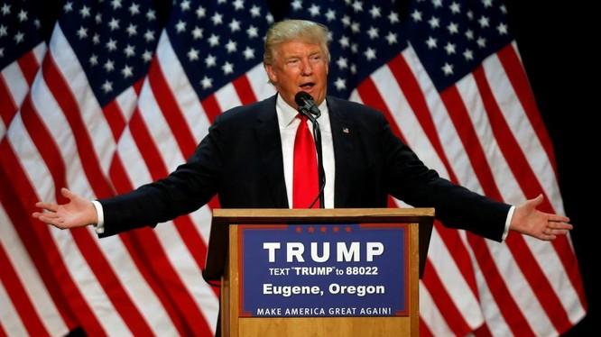 Tỷ phú Trump đã làm đảo lộn mọi dự đoán trong vòng bầu cử sơ bộ