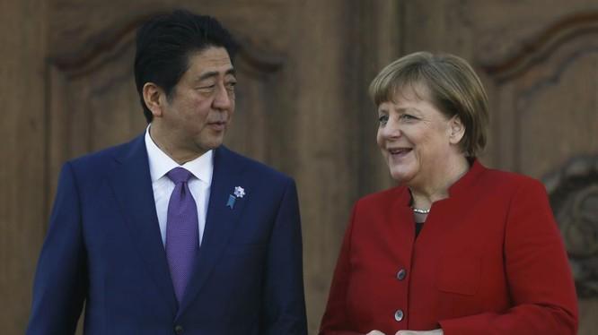 Thủ tướng Nhật Bản Abe và người đồng nhiệm Đức Angela Merkel