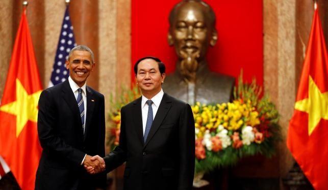 Tổng thống Obama đã công bố quyết định lịch sử bãi bỏ hoàn toàn cấm vận vũ khí với Việt Nam hôm 23/5