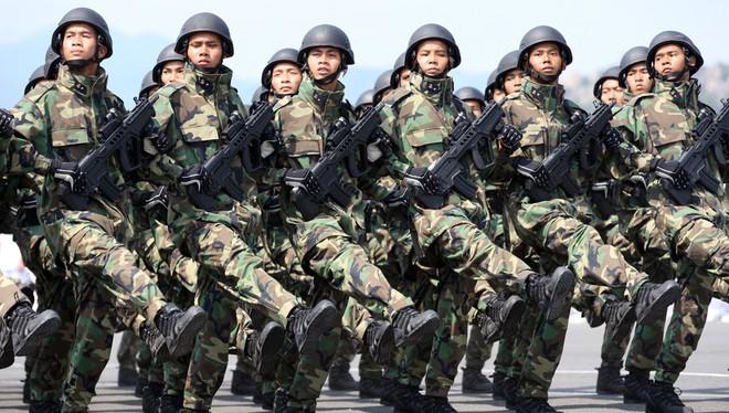 Lực lượng hải quân đánh bộ Việt Nam trang bị súng tiểu liên Israel